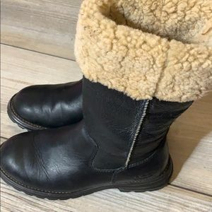 Ugg black leather/sheepskin boots sz 6